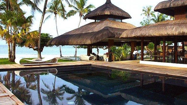 10 Swimming Pools With Stunning Views