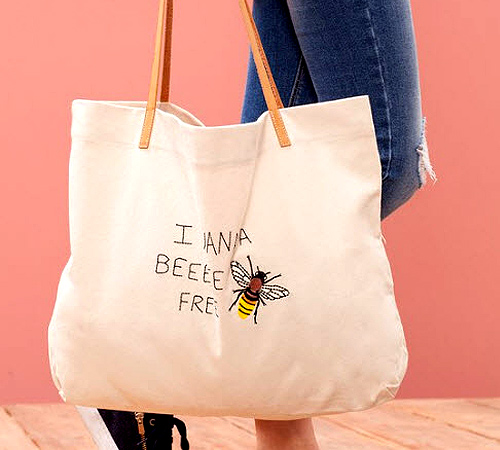 "Canvas ""I Wanna Bee Free"" Tote Bag (P695) from Stradivarius"