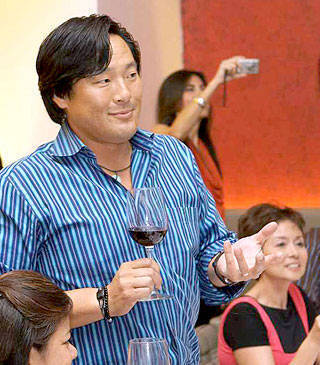 Ming Tsai toasts M Café and Chef Sau del Rosario.
