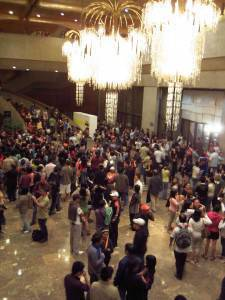 CCP Main Theater lobby swarms with cinephiles and Piolo fans