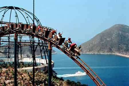 ocean park fights hong kong disneyland We continue on our theme-park odysseyand give you 5 good reasons to choose ocean park over hong kong disneyland.