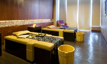 Mandarin Signature Foot Reflex + Swedish Massage at Mandarin Spa