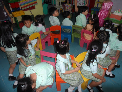 Pinoy Children's Party Game: Trip to Jerusalem (a.k.a Musical Chairs)