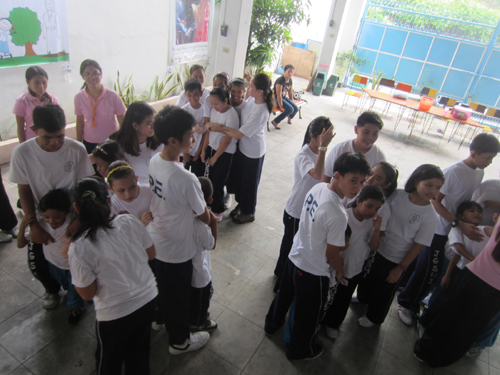 Pinoy Children's Party Game: The Boat is Sinking