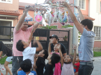 Pinoy Children's Party Game: Pabitin
