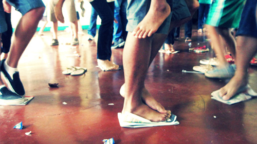 Pinoy Children's Party Game: Newspaper Dance
