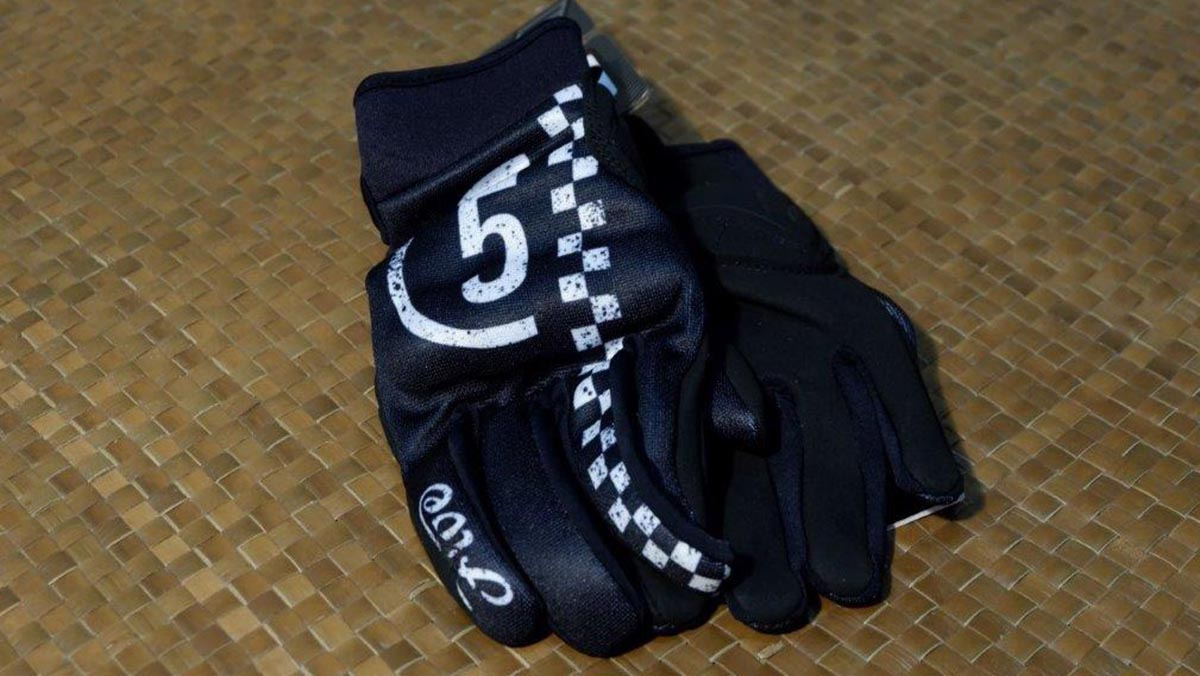 Mesh-type riding gloves