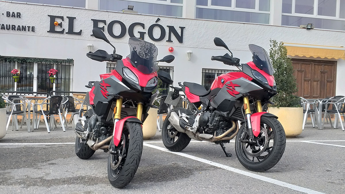 BMW F 900 XR Racing Red