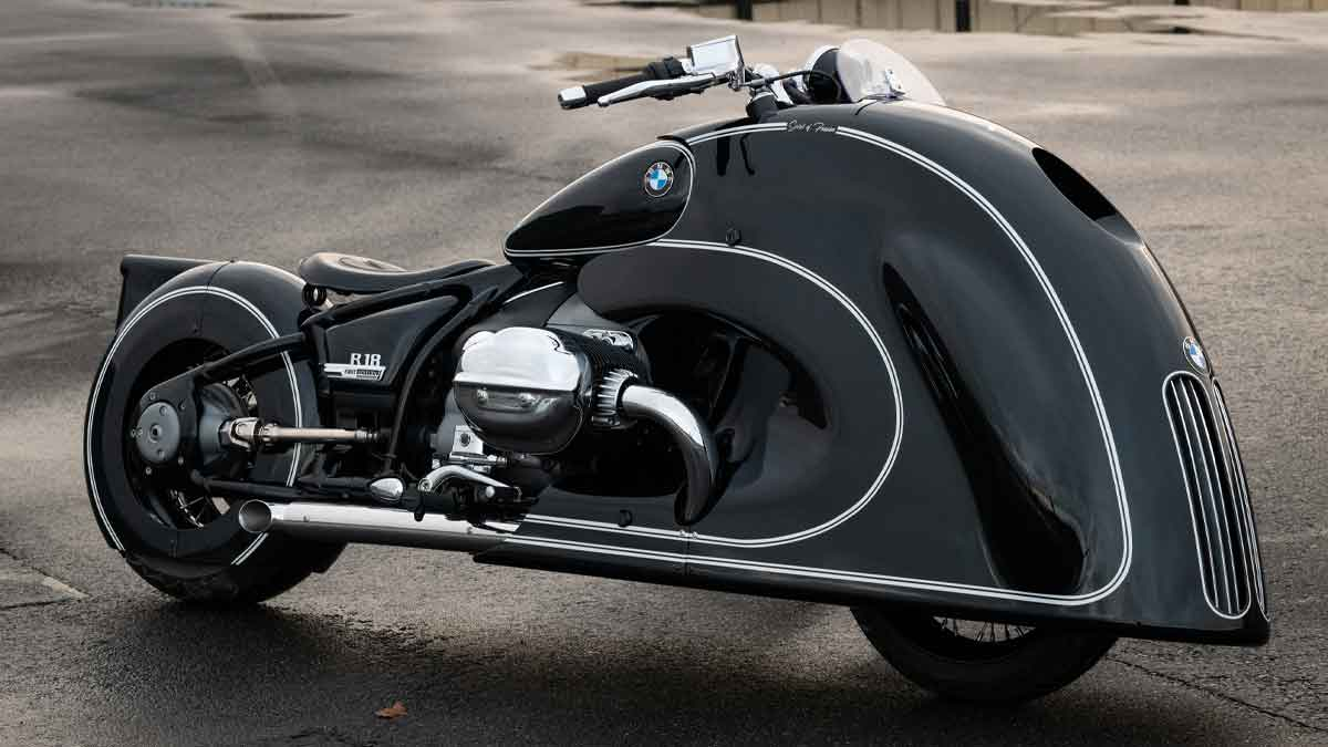 The custom heritage BMW R18 cruiser sported art deco fairing and wing, as well as signature Kingston detailing and finish