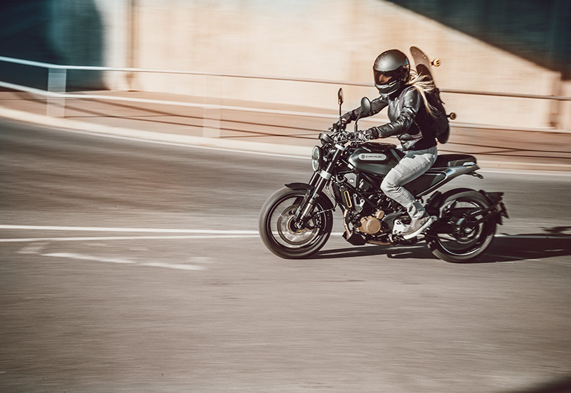 Man Riding the Husqvarna Svartpilen 125