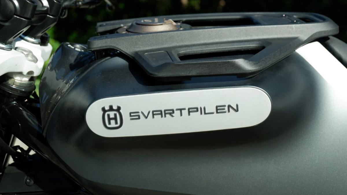 Husqvarna Svartpilen 200 Logo