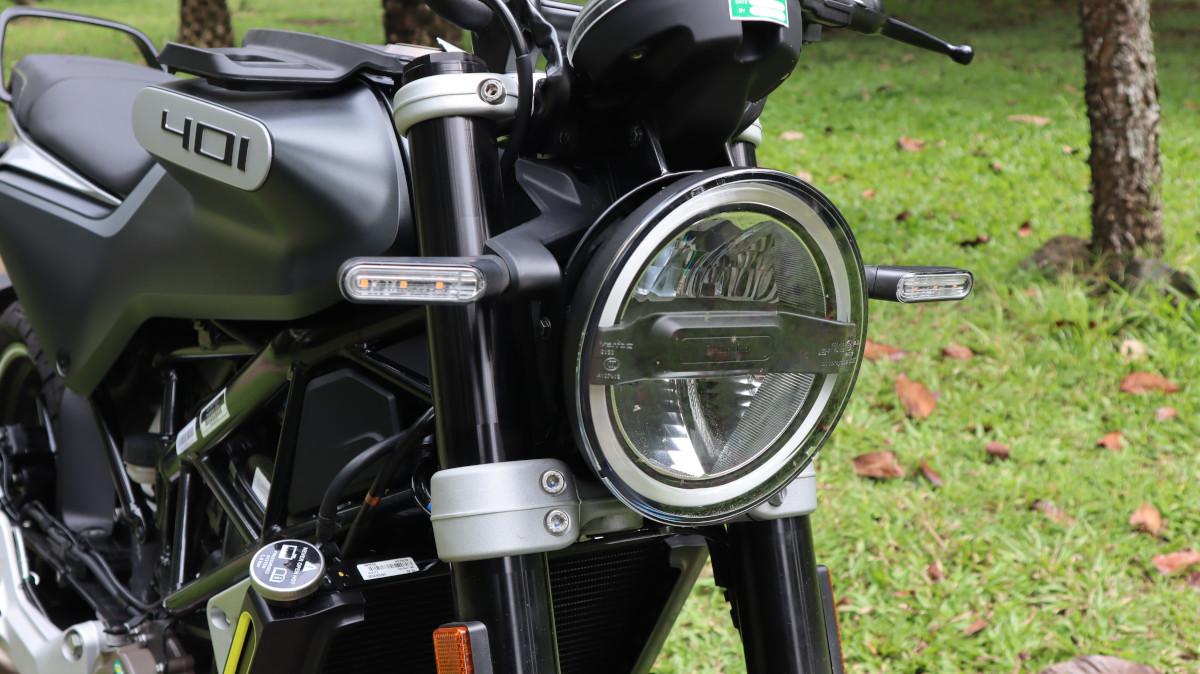 Husqvarna Svartpilen 401 Headlight