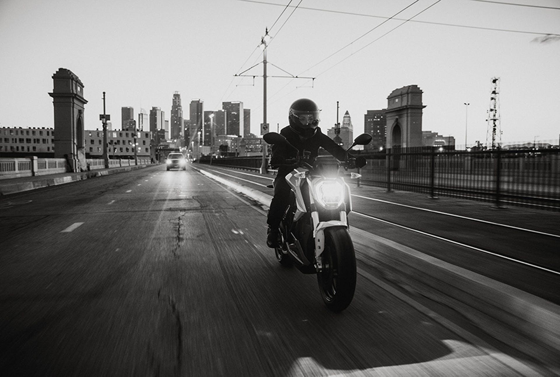 Man Riding the Zero SR/F Electric Motorcycle.