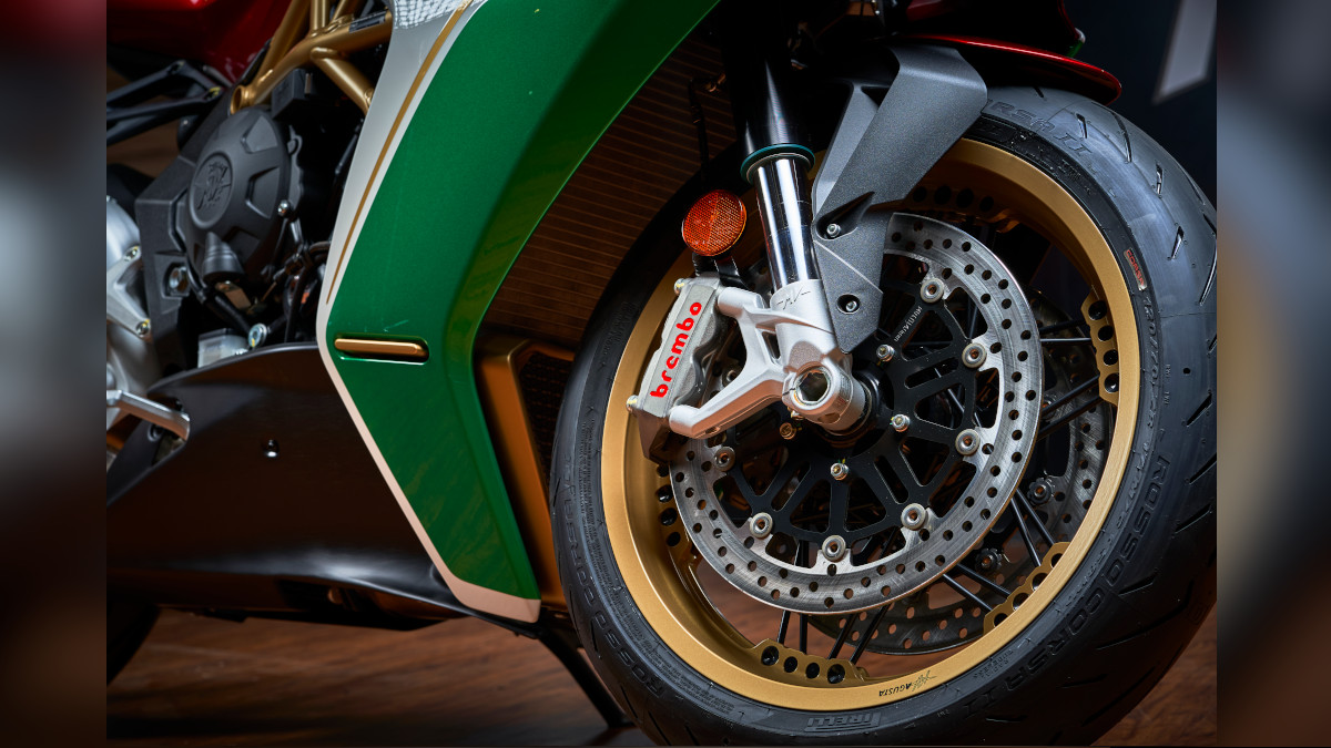 MV Agusta Superveloce 75 Anniversario In-Motion wire-spoke wheels with gold rims and black spokes