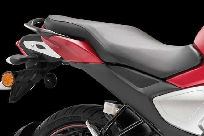 Yamaha FZS-FI Saddle