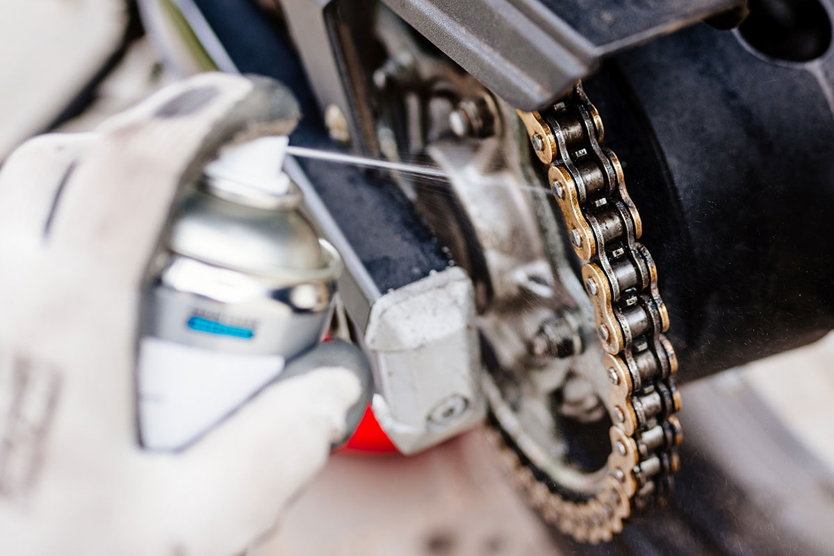 Motorcycle maintenance - Cleaning and lubing your chain