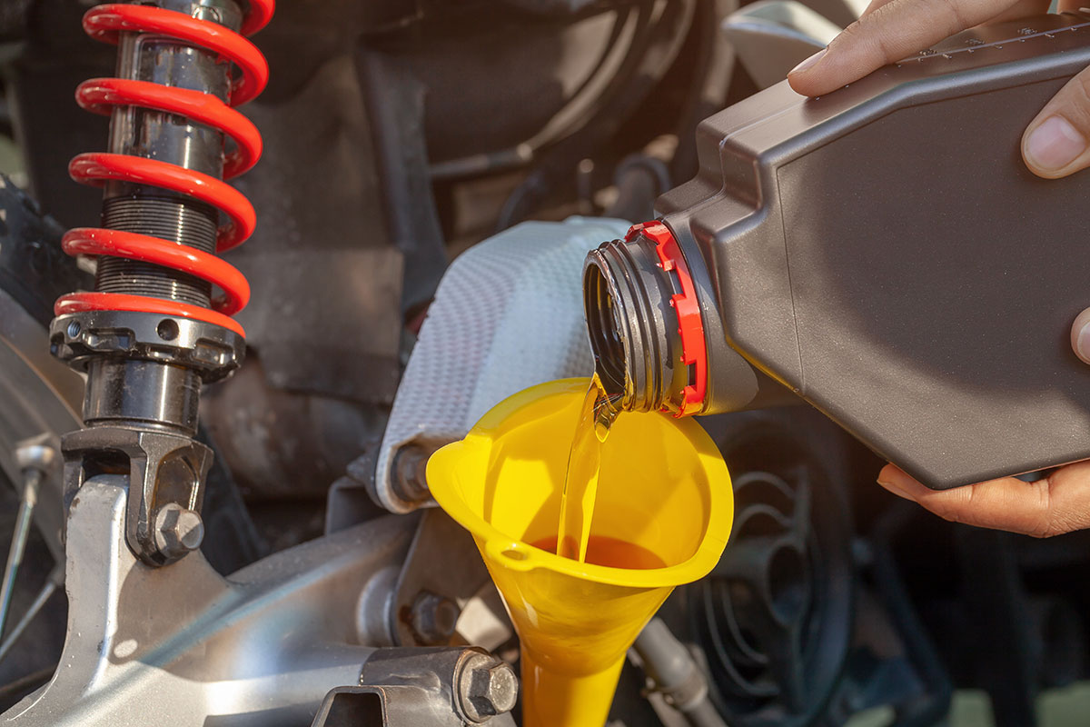 Motorcycle maintenance - Changing the oil and oil filter