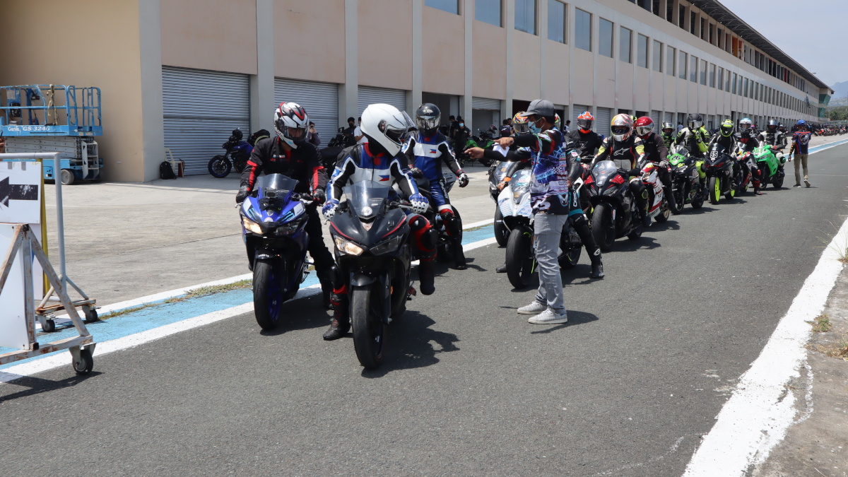 Track riding tips - Pay attention to track marshalls