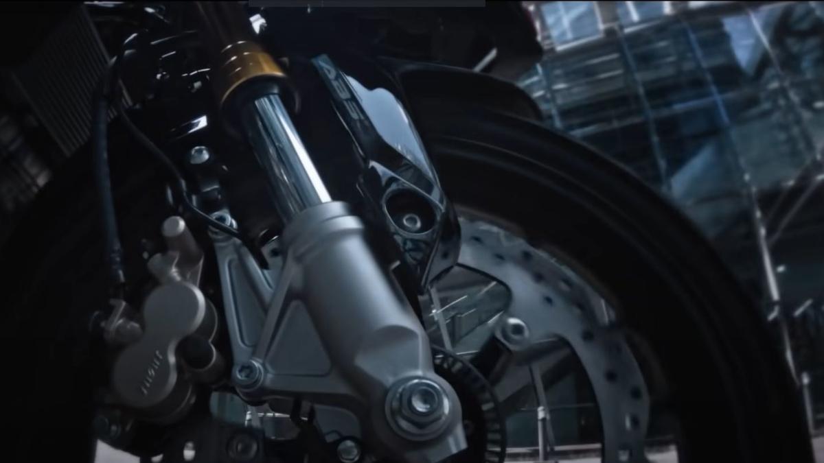 2021 Honda CBR150R gold-colored inverted fork