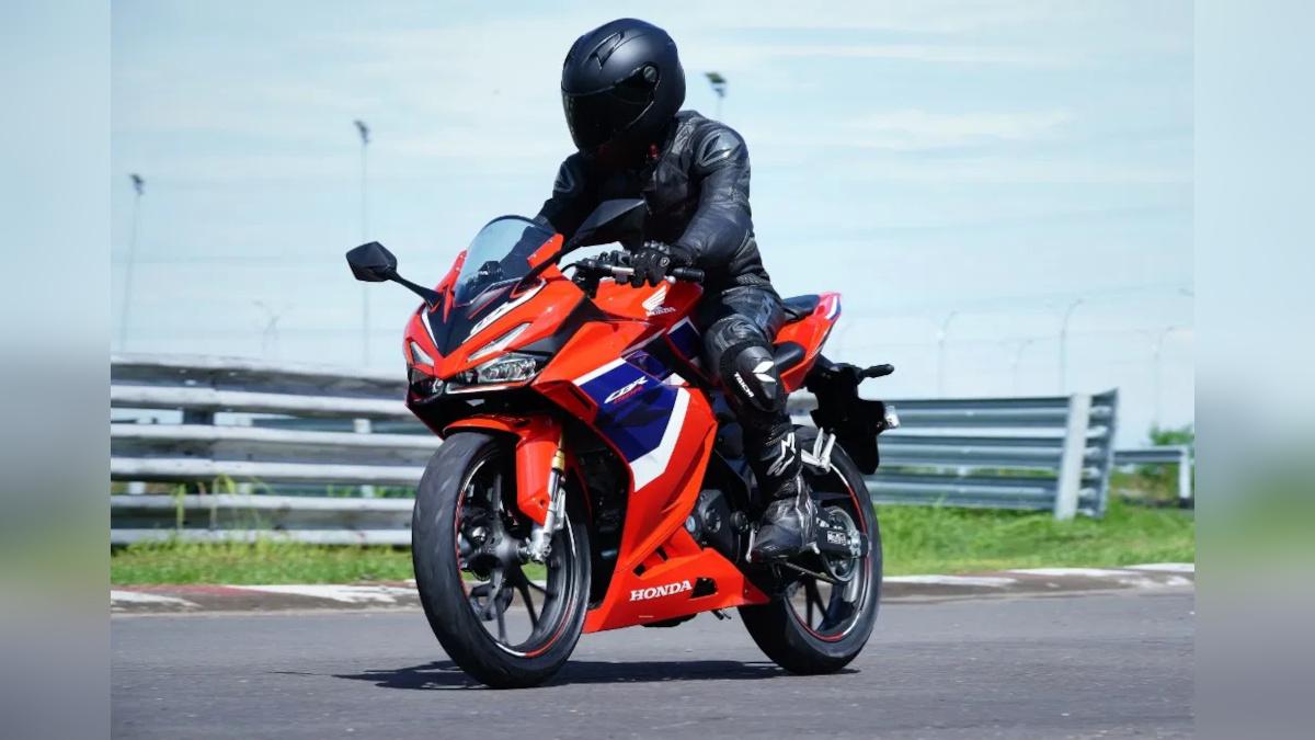Man riding the 2021 Honda CBR150R