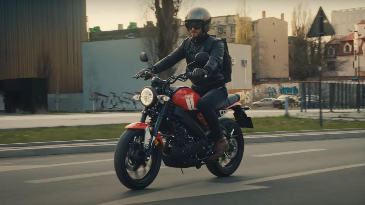 Man riding the 2021 Yamaha XSR125