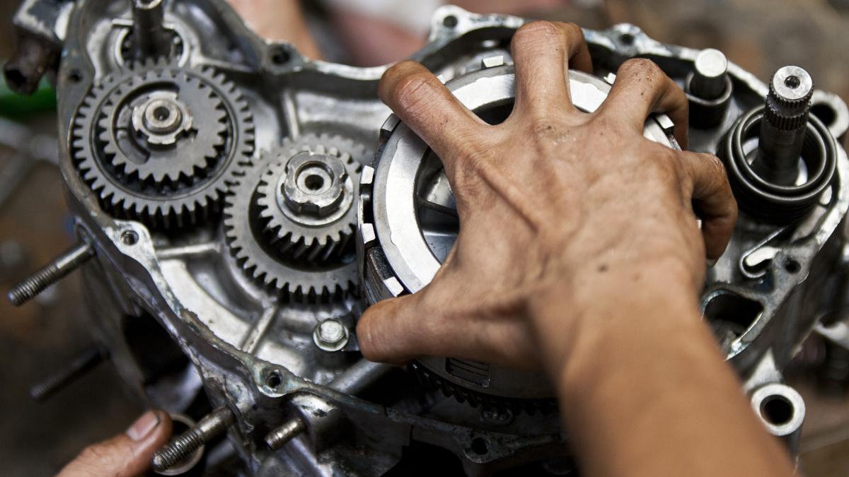 TESDA motorcyle servicing course - Engine overhauling