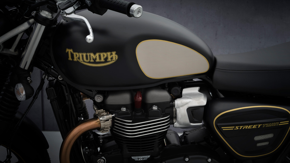 2021 Triumph Street Twin Gold Line Limited Edition Engine