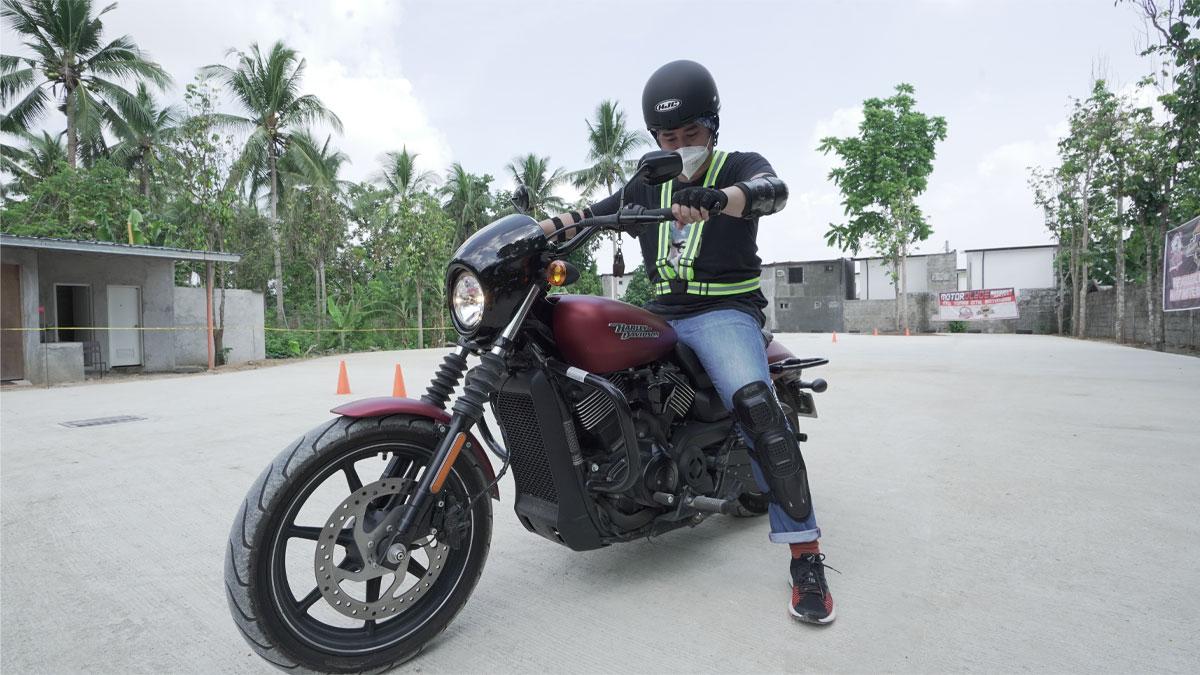 Chito Miranda receives a Xiaomi Himo Electric Bike T1 Pro