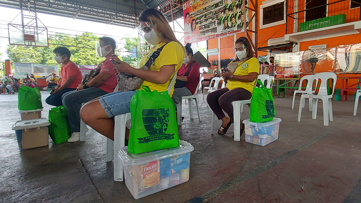 Lady tricycle drivers from San Jose  Del Monte Bulacan received food packages form the PSG riders