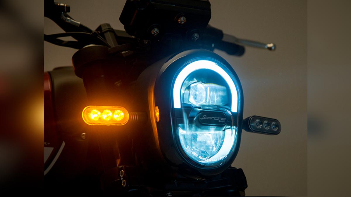 2021 Benelli Leoncino 250 Headlight