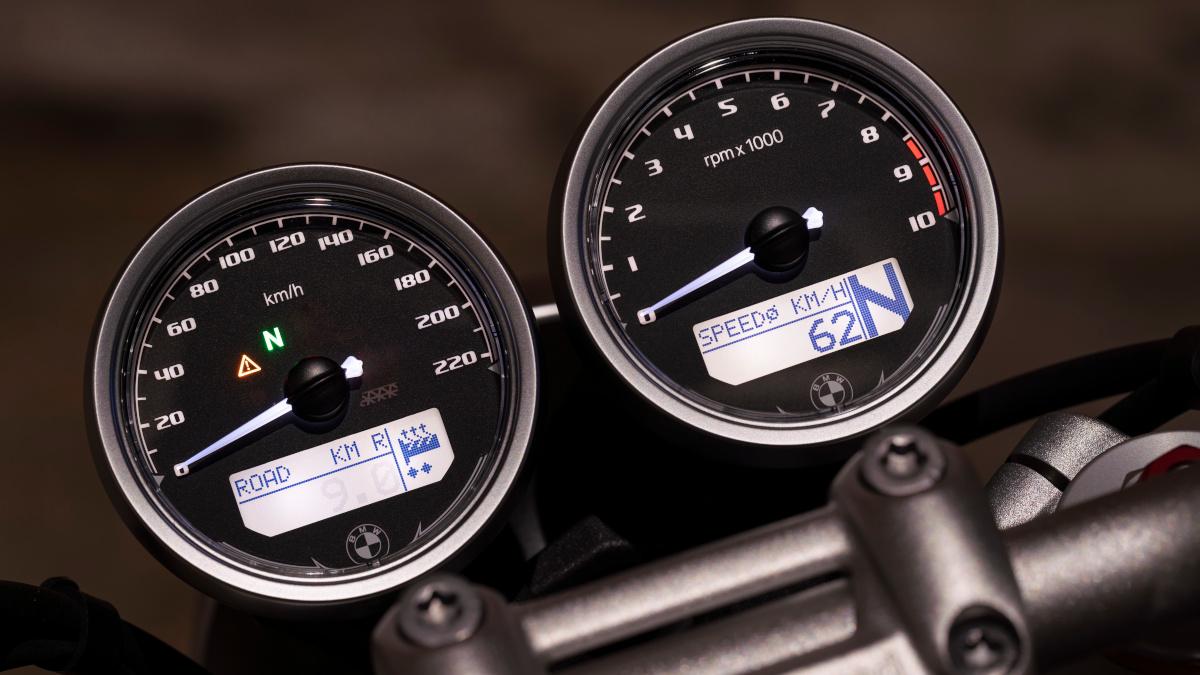 2021 BMW R NineT Instrument Panel