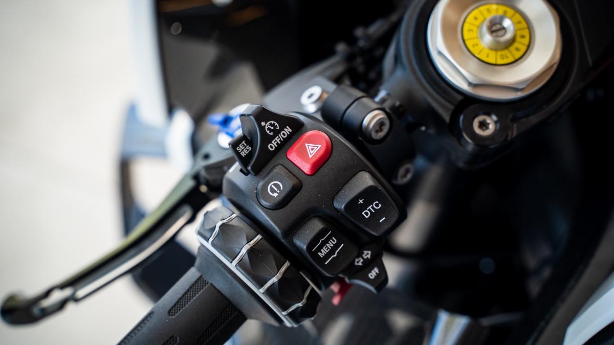 2021 BMW M1000RR Cruise Control