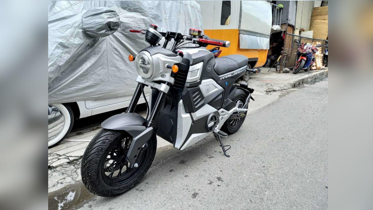 NEU Italia Naked electric scooter