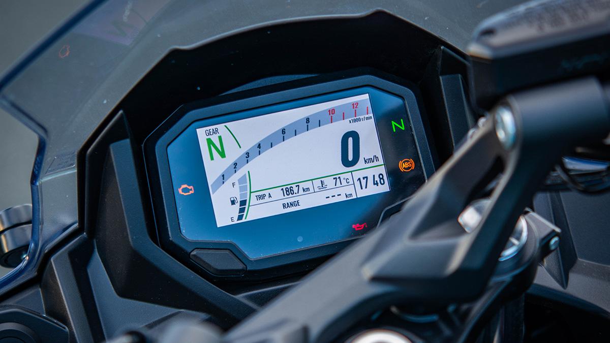 2021 Kawasaki Ninja 650 instrument panel