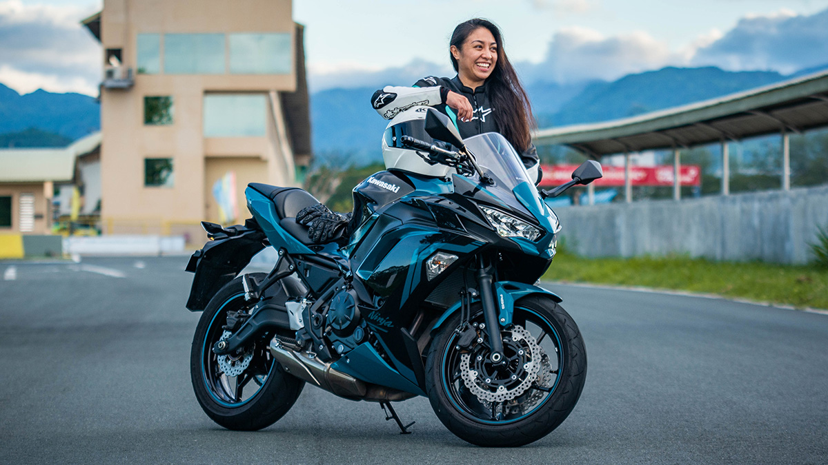Che Estepa and the 2021 Kawasaki Ninja 650 sport tourer