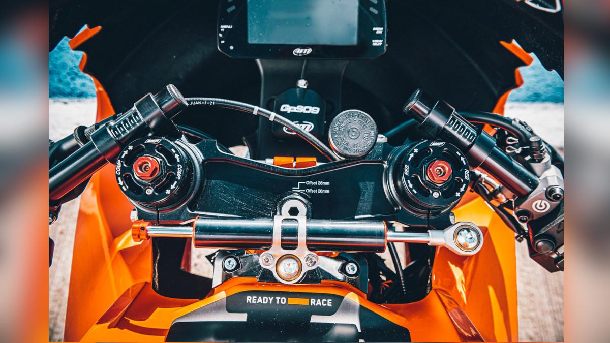 2021 KTM RC 8C AIM MXS 1.2 Race dashboard