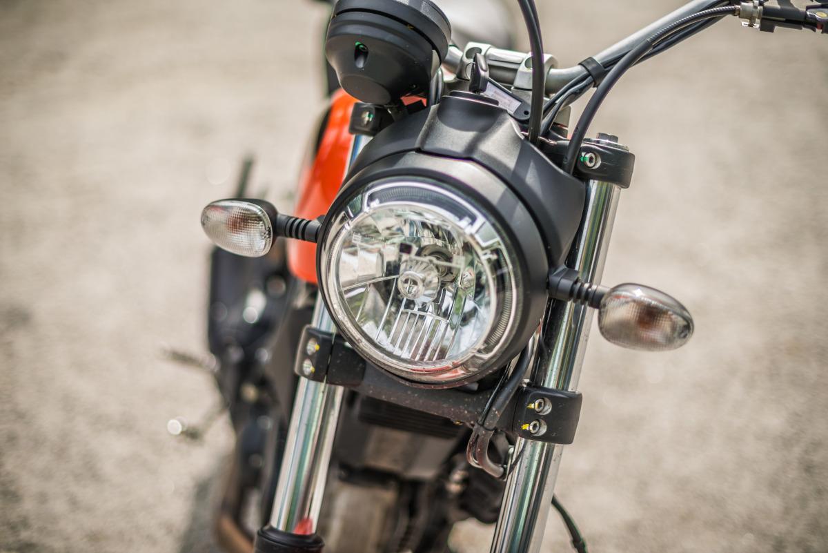2020 Ducati Scrambler Sixty2 headlamps