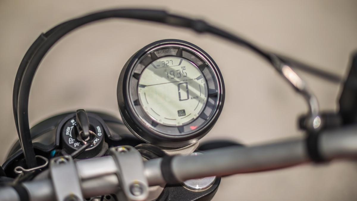 2020 Ducati Scrambler Sixty2 fuel gauge
