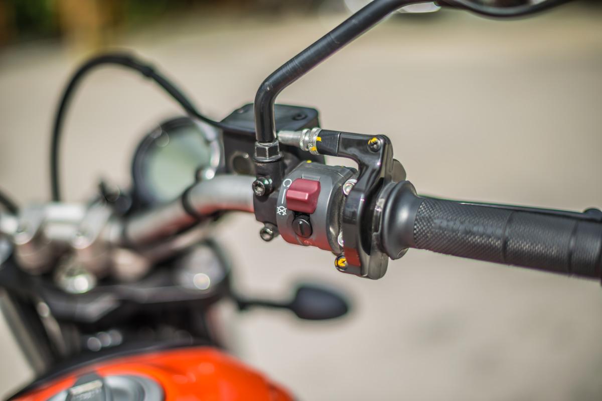 2020 Ducati Scrambler Sixty2 handlebar