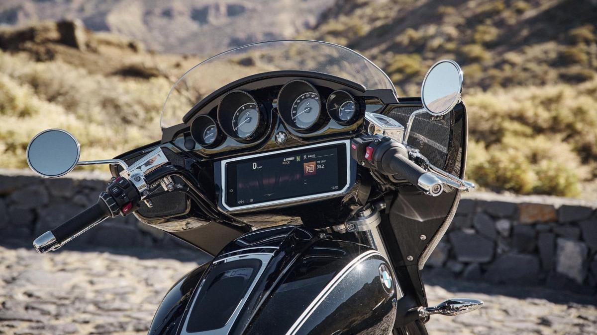 BMW R18 analog instrument gauges