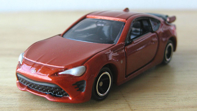 Refreshed Toyota 86 Tomica scale model