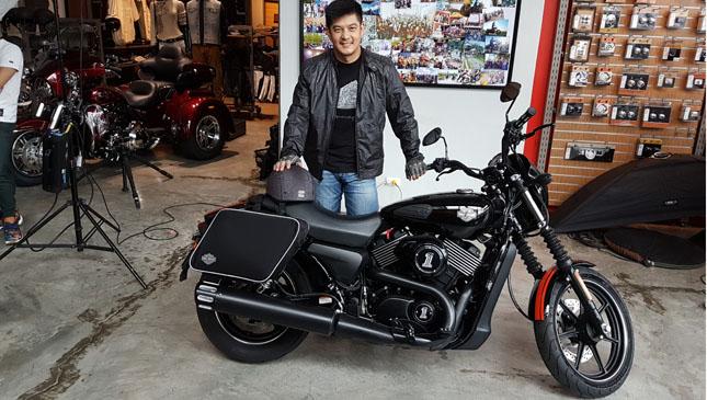 Romnick Sarmenta motorcycle