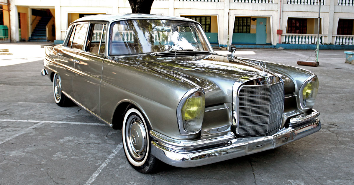 This 1964 mercedes benz 200s keeps its owner 39 s memories alive for Mercedes benz inventory search
