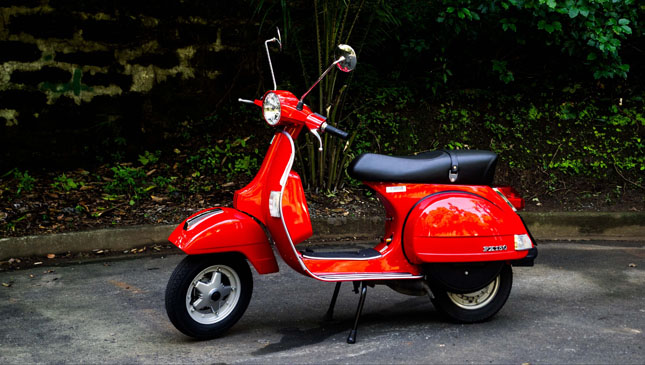vespa px 150 keeps the old schooler flame. Black Bedroom Furniture Sets. Home Design Ideas