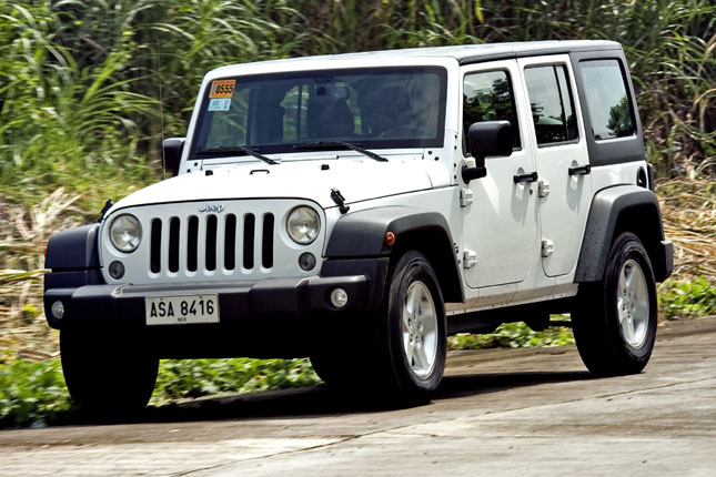 Jeep Wrangler Unlimited Sport Vs. Toyota FJ Cruiser | The Big Test | Top  Gear Philippines