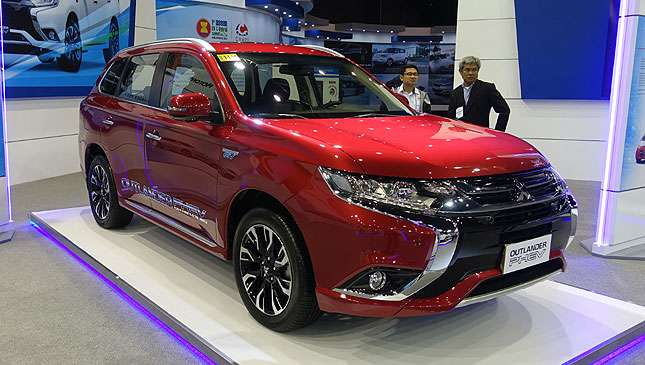 Mitsubishi PH turns over electric vehicles to DENR