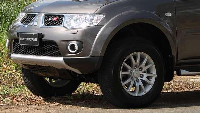 Mitsubishi montero sport tire size