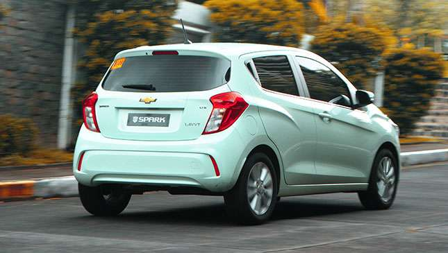 chevrolet spark 2018 price specs and features. Black Bedroom Furniture Sets. Home Design Ideas