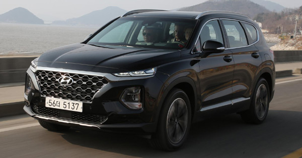 the hyundai santa fe is an appealing family first suv. Black Bedroom Furniture Sets. Home Design Ideas