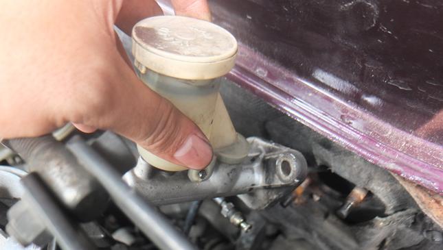 Car Ownership 101: Bleeding a hydraulic clutch system